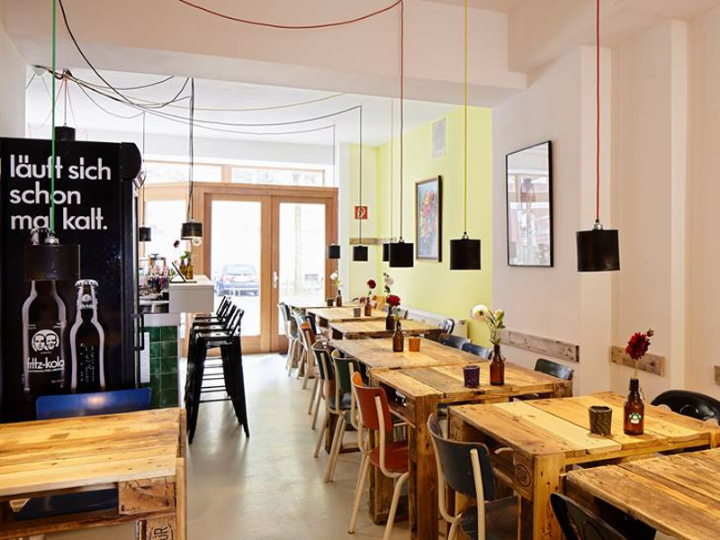 schnellveg in d sseldorf vegetarisches restaurant auf. Black Bedroom Furniture Sets. Home Design Ideas